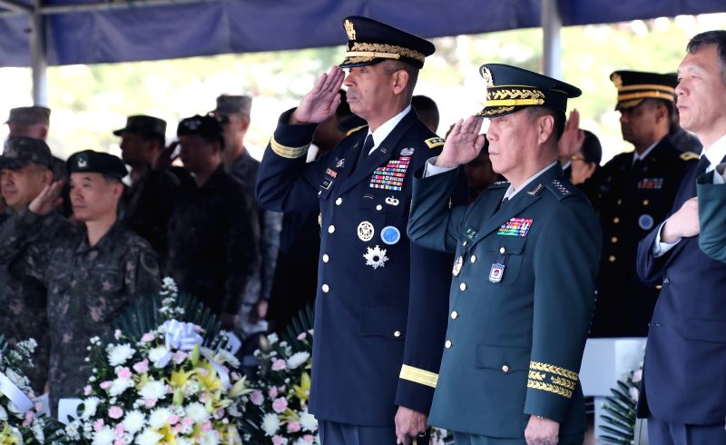 Gen. Leem Ho-young (2nd from R), deputy commander of the South Korea-U.S. Combined Forces Command, salutes at a ceremony at the U.S. Yongsan Garrison in central Seoul on May 25, 2017, to observe the ...