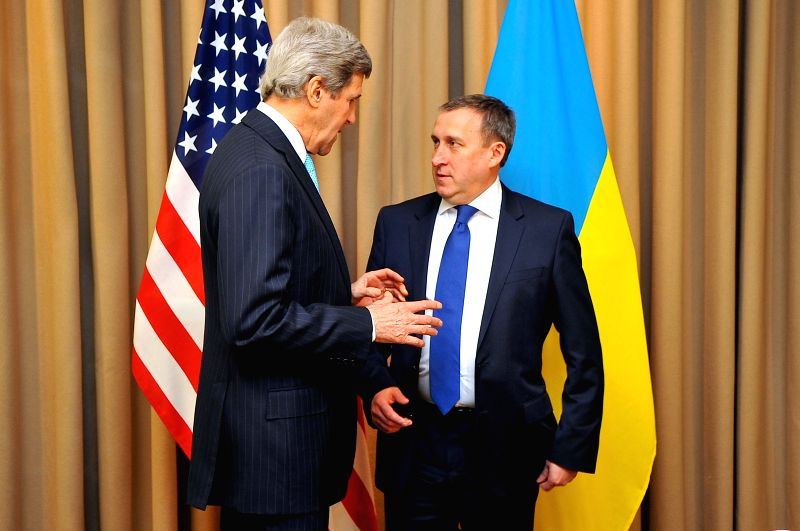 US Secretary of State John Kerry (L) meets with Ukrainian Foreign Minister Andriy Deshchytsya in Geneva, Switzerland, April 17, 2014. John Kerry and Andriy ... - Andriy Deshchytsya