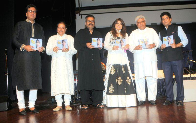 Ghazal singer Talat Aziz, Suresh Wadkar Bhajan singer Anup Jalota and Hariharan, Smita Parikh and Javed Akhtar & Saurabh Daftary, Launching Book during the Jagjit Singh's brother Kartar Singh's - Jagjit Singh