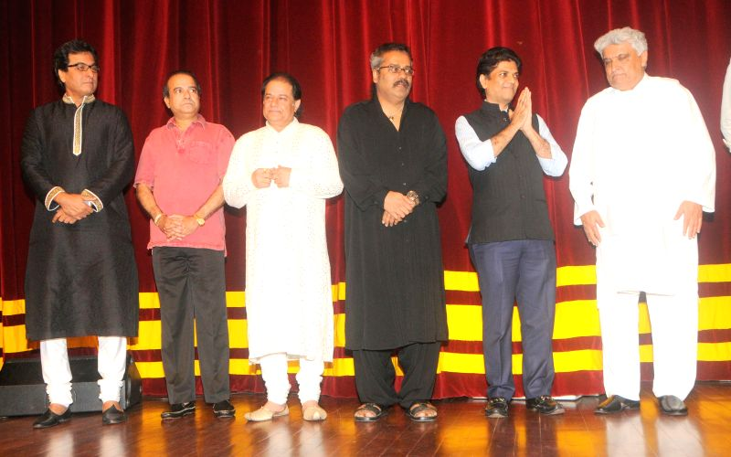Ghazal singer Talat Aziz, Suresh Wadkar Bhajan singer Anup Jalota and Hariharan, Saurabh DAftary, and Javed Akhtar during the Jagjit Singh's brother Kartar Singh's book launch in Mumbai on July 18, - Jagjit Singh