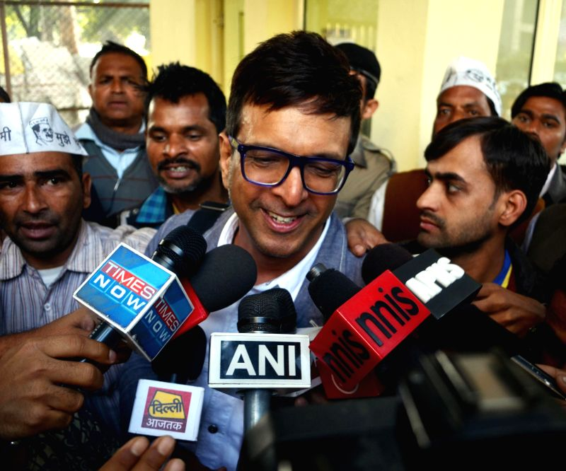Aam Aadmi Party (AAP) leader and actor Jaaved Jaffrey talks to press at Delhi Chief Minister Arvind Kejriwal's residence in Ghaziabad, Uttar Pradesh on Feb 14, 2015. - Jaaved Jaffrey and Arvind Kejriwal