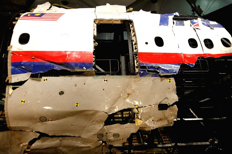 GILZE-RIJEN AIR BASE (THE NETHERLANDS), Oct. 13, 2015 (Xinhua) -- Wreckage of flight MH17 is seen after the presentation of the investigation report on the cause of its crash, at the Gilze-Rijen air base, the Netherlands, on Oct. 13, 2015. The crash