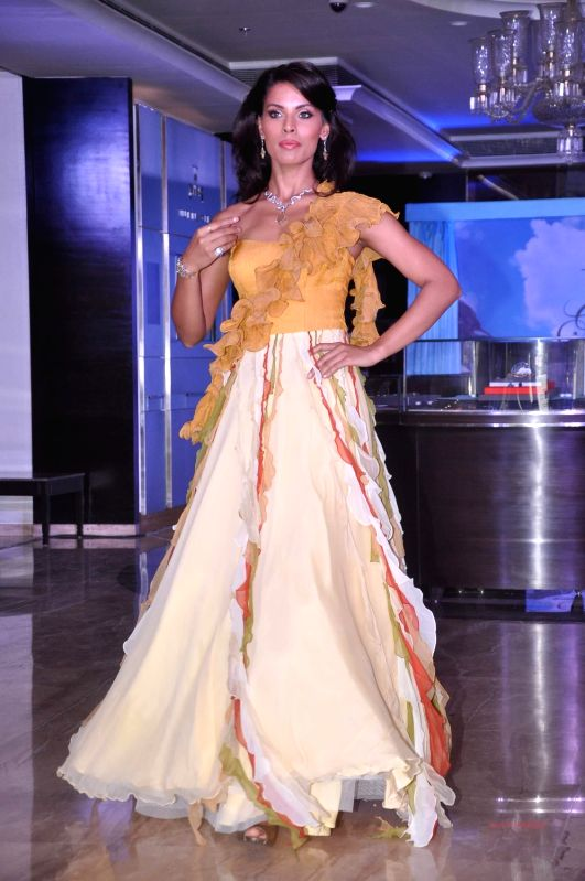 Glam model showcase Tanishq`s new Collection Ganga at Andheri