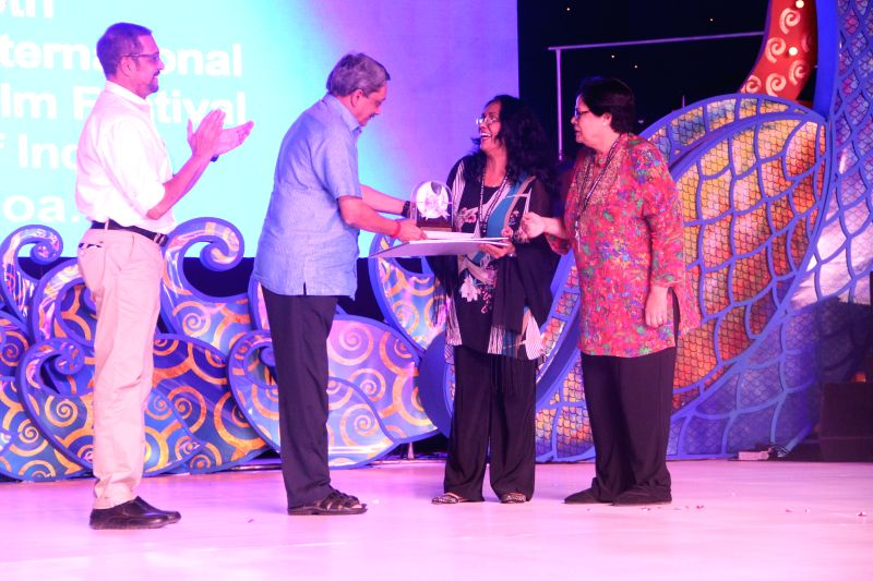 Union Defence Minister Manohar Parikkar presents best actress award to Israeli actress Sarit Larry for 'The Kindergarten Teacher'  during the concluding function of the 45th International Film .. - Manohar Parikkar