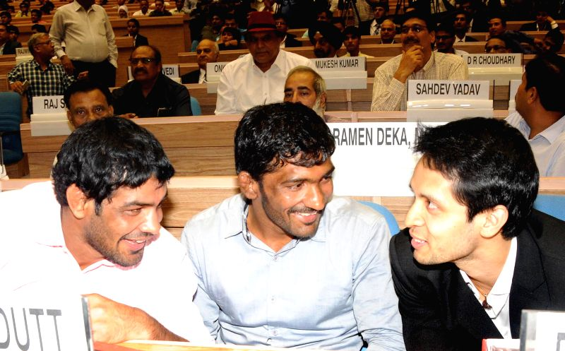 Gold medal winners Sushil Kumar, Yogeshwar Dutt and Parupalli Kashyap at the felicitation programme of medal winners and participants of Glasgow Commonwealth Games at Vigyan Bhawan in New Delhi on ... - Sushil Kumar, Yogeshwar Dutt and Parupalli Kashyap