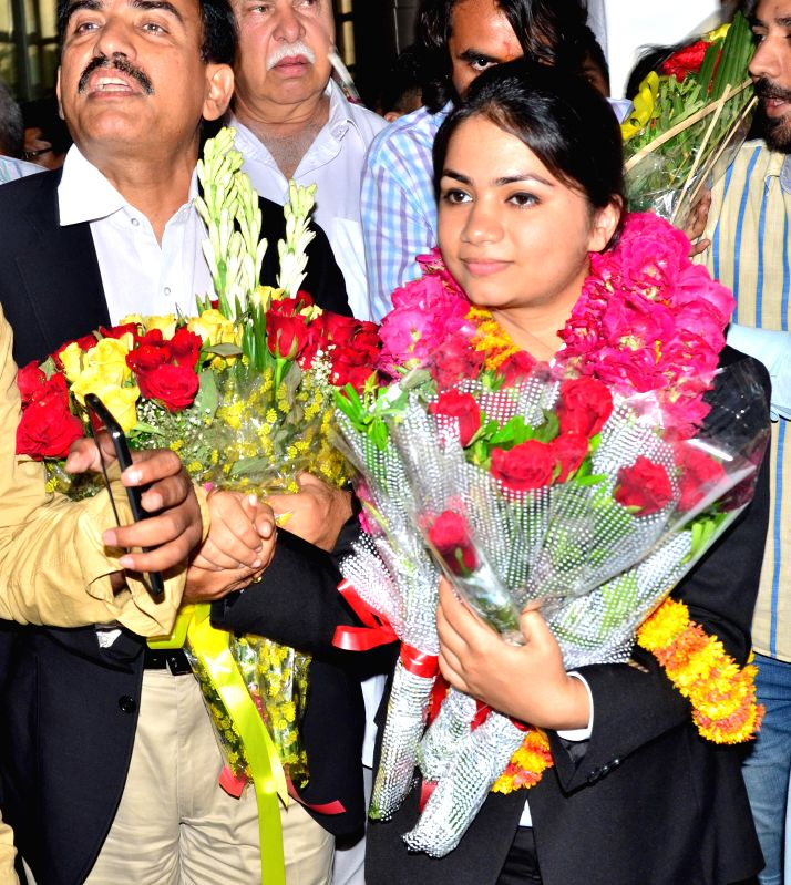 Gold winning Indian shooter Apurvi Chandela being greeted as she arrives in Jaipur on Aug 3, 2014.