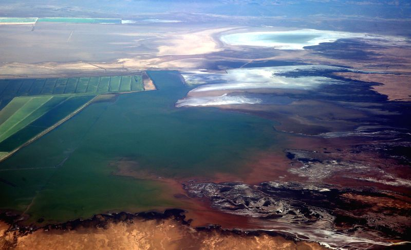 Photo taken on April 14, 2014 shows the scenery of one salt lake in the Qaidam Basin, northwest China's Qinghai Province. The Qaidam Basin with 43 salt lakes and a .