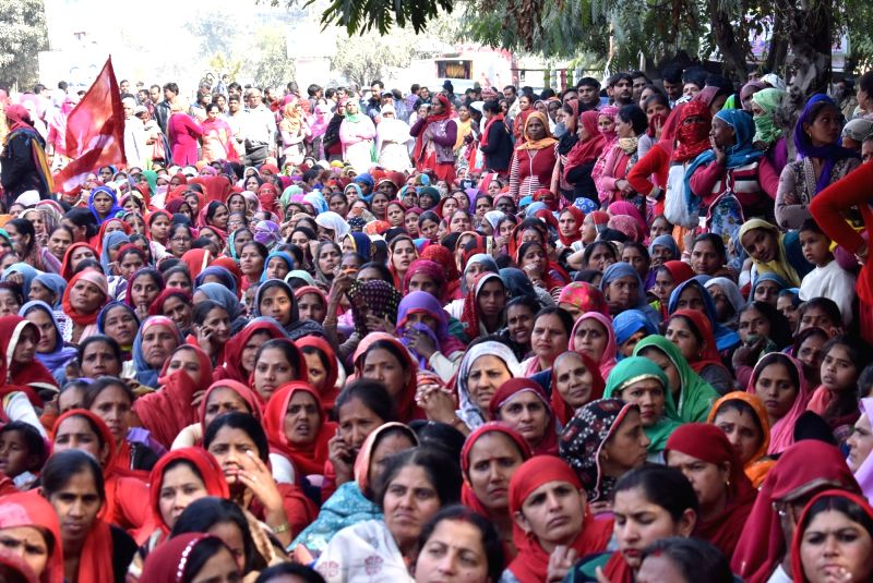 Government scheme workers take part in a Jail Bharo campaign as nationwide strike called by Trade Unions, in Gurugram on Jan 30, 2018.