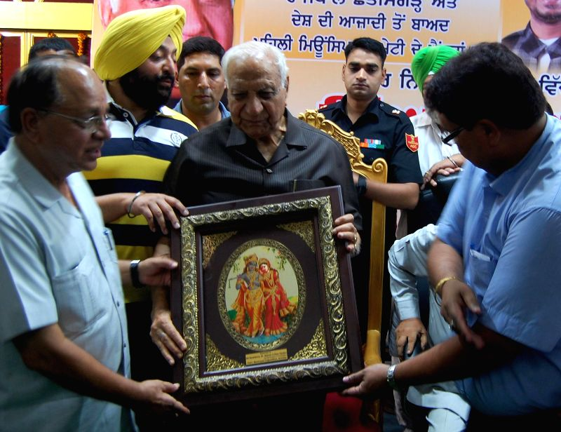Governor of Chhattisgarh Balram Das Tandon during a programme organised by Amritsar Municipal Corporation to felicitate him in Amritsar on Sept 2, 2014.