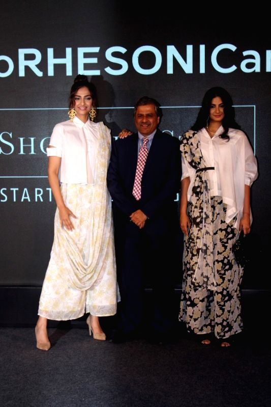 Govind Shrikhande (C), MD Shoppers Stop with bollywood actress Sonam Kapoor with her sister and filmmaker Rhea Kapoor during the showcase of clothing brand Rheson in Mumbai on May 16, 2017. - Sonam Kapoor