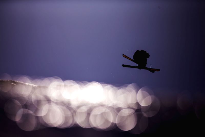 Arkadii Azakov of Russia competes during the men's ski slopestyle finals at the 27th World Winter Universiade in Granada, Spain, Feb. 9, 2015. (Xinhua/Fei ...