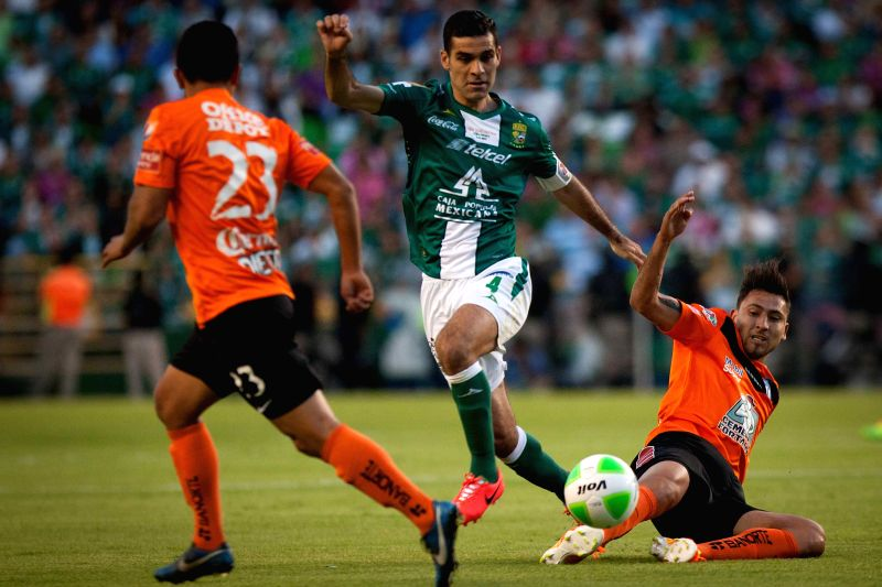 Leon's Rafael Marquez (C) vies for the ball with Pachuca's Abraham Carreno (R) during the first leg of the 2014 Liga MX Closing Tournament match at Nou Camp ...