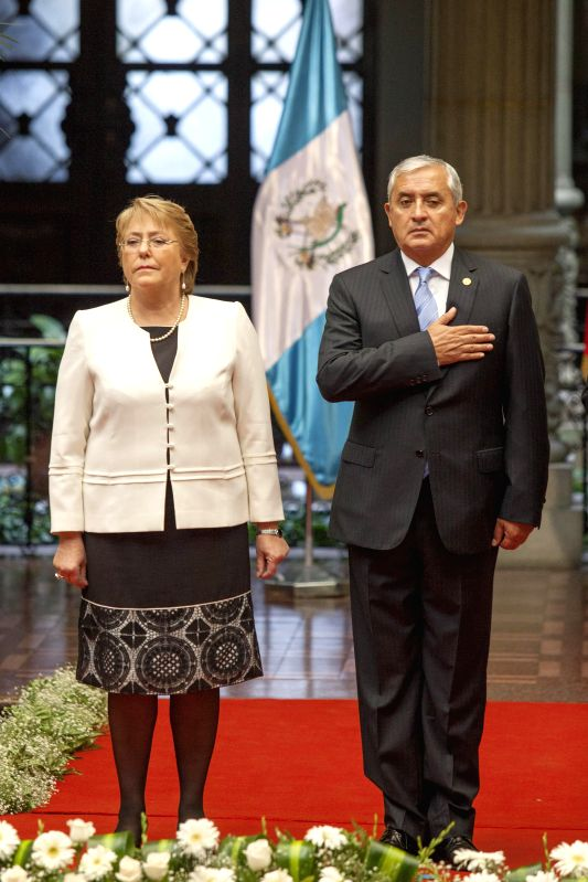 Guatemala's President Otto Perez Molina (R) meets with Chile's President Michelle Bachelet at the National Palace of Culture in Guatemala City, capital of ...
