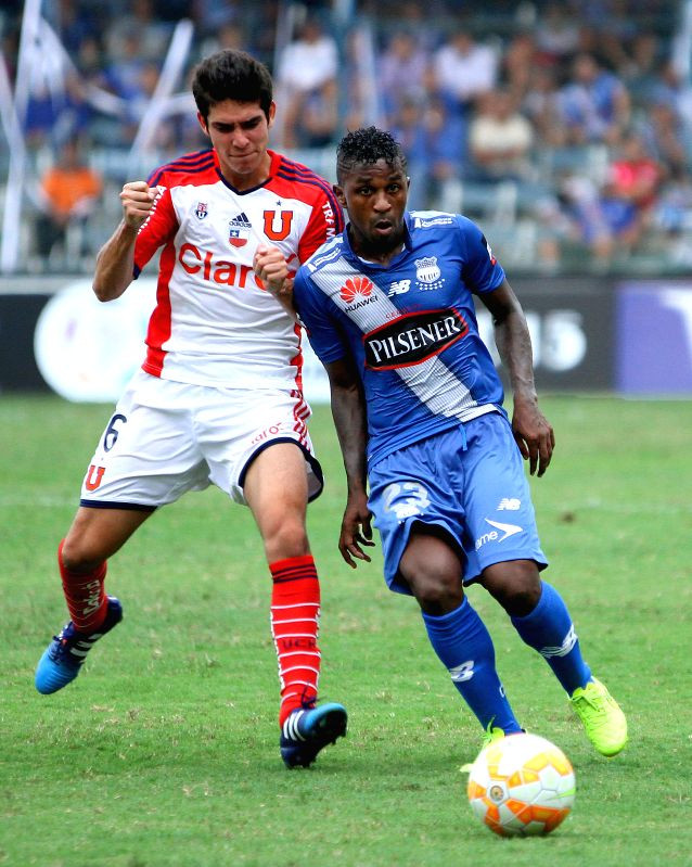 Emelec's Miller Bolanos (R) of Ecuador vies for the ball with Universidad de Chile's Sebastian Martinez (L) during the match of Copa Libertadores, in the George ...