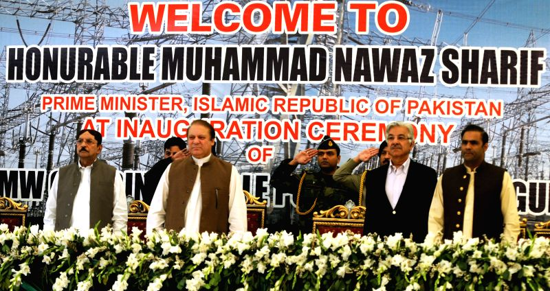 Pakistani Prime Minister Nawaz Sharif (C) visits Guddu power plant in Guddu, Pakistan, April 21, 2014. Prime Minister Nawaz Sharif inaugurated two units of 243 ... - Nawaz Sharif