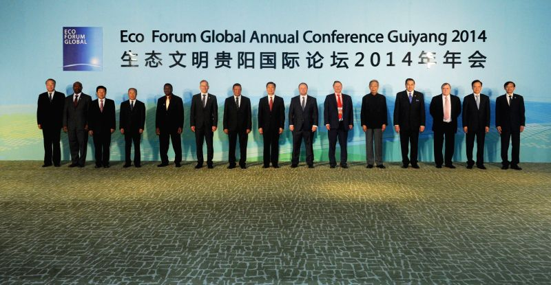 Chinese Vice President Li Yuanchao (C) poses for a group picture with guests attending the opening ceremony of Eco Forum Global Annual Conference Guiyang 2014 in ...
