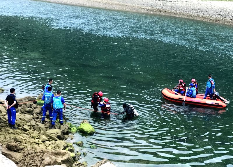 GUIYANG, May 24, 2019 (Xinhua) -- This photo taken by a cellphone on May 24, 2019 shows rescuers working in a river in Zhenfeng County, Bouyei-Miao Autonomous Prefecture of Qianxinan in southwest China's Guizhou Province. Six people have been confirm