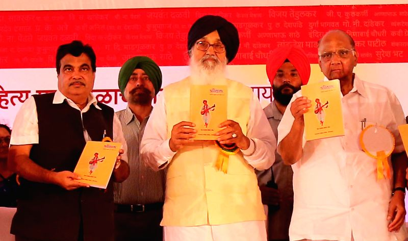 Punjab Chief Minister Parkash Singh Badal with Union Minister Nitin Gadkari and NCP chief Sharad Pawar during  Akhil Bhartiya Marathi Sahitya Samelan in Ghuman near Gurdaspur of Punjab on ... - Parkash Singh Badal