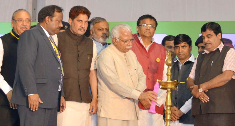 Haryana Chief Minister Manohar Lal Khattar and the Union Minister for Road Transport and Highways, and Shipping  Nitin Gadkari during the `Agri Leadership Summit - 2015` in Gurgaon on March ... - Manohar Lal Khattar