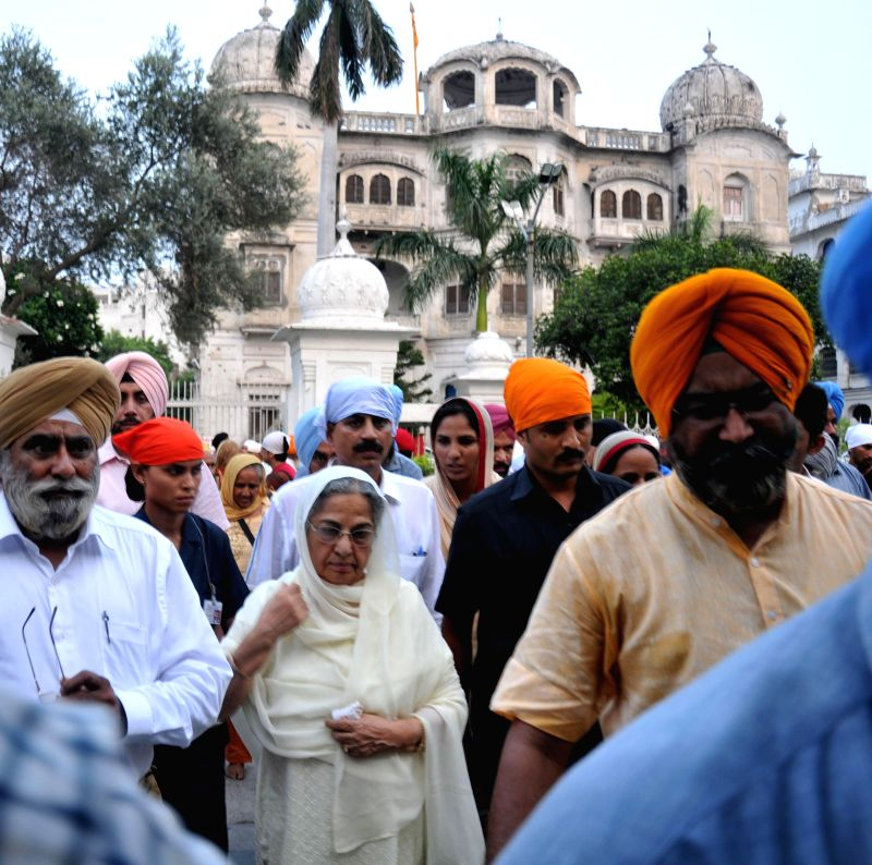 Gursharan Kaur, wife of former Prime Minister Manmohan Singh arrives to pay obeisance at Golden Temple in Amritsar on July 26, 2014. - Manmohan Singh