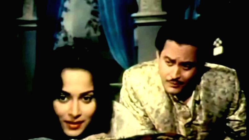 "Guru Dutt compares Waheeda Rehman to a ""Chaudhvin ka Chand\"" in one of Hindi films\' most romantic songs, penned by Shakeel - Dutt and Waheeda Rehman"