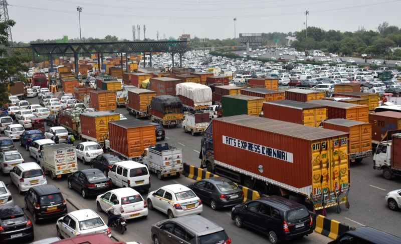 Gurugram: Delhi-Gurugram highway witnessed massive traffic jam after thousands of commuters faced immense inconvenience during the morning rush as the Delhi Metro services on the Yellow Line between Haryana's Huda City and Samaypur Badli in Delhi wer