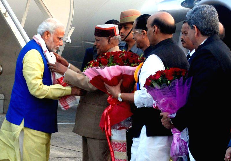 Governor of Assam, Janaki Ballav Patnaik and Chief Minister, Assam Tarun Gogoi greets Prime Minister Narendra Modi on his arrival at Lokapriya Gopinath Bordoloi International Airport, ... - Narendra Modi