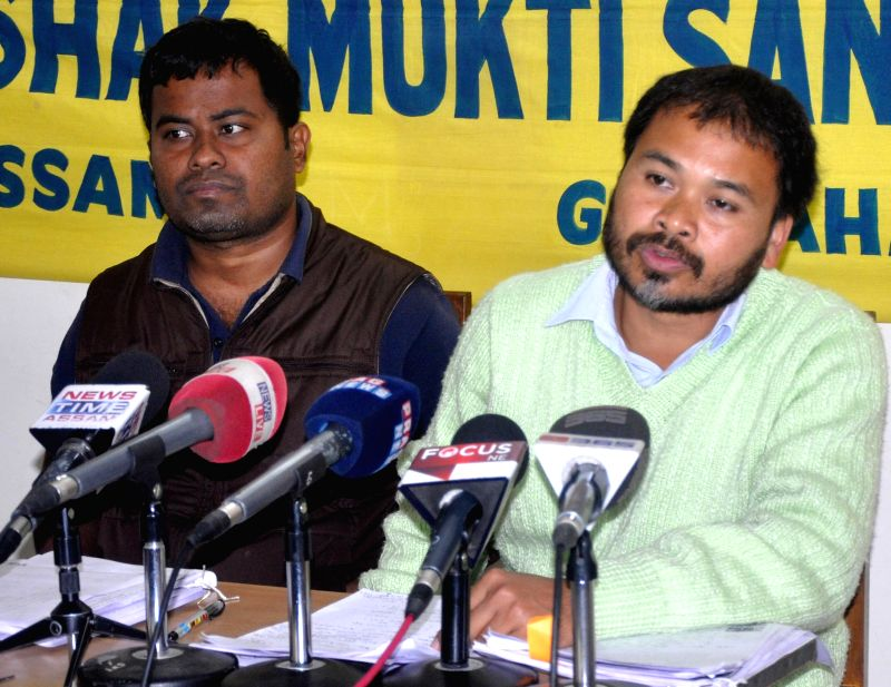 Krishak Mukti Sangram Samiti (KMSS) chief addresses a press conference at Guwahati Press Club on Jan 22, 2015.