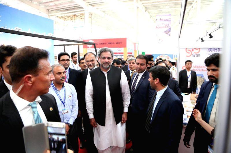 GWADAR (PAKISTAN), Jan. 29, 2018 Pakistani Prime Minister Shahid Khaqan Abbasi (C) visits Gwadar Expo 2018 in Gwadar, southwest Pakistan, on Jan. 29, 2018. The first Gwadar International ... - Shahid Khaqan Abbasi
