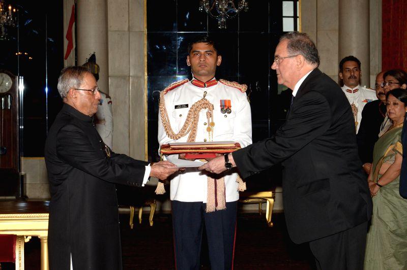 H.E. Carlos E. Orlando Bonet, Ambassador-designate of Uruguay presents his credentials to President Pranab Mukherjee at Rashtrapati Bhawan in New Delhi on July 31, 2014.