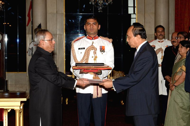 H.E. Southam Sakonninhom, Ambassador-designate of Lao PDR presents his credentials to President Pranab Mukherjee at Rashtrapati Bhawan in New Delhi on July 31, 2014.