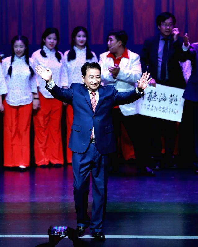 HANAU, April 30, 2017 - Chinese cross talk artist Jiang Kun greets audience after performing a cross talk show at the Congress Park Hanau near Frankfurt, Germany, on April 29, 2017. (Xinhua/Luo ... - Jiang Kun