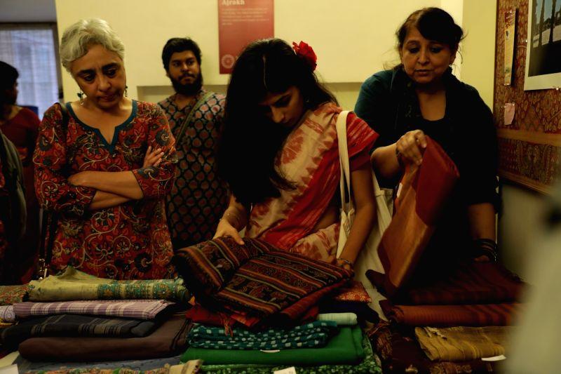 :Handwoven saree sale by Sahapedia.