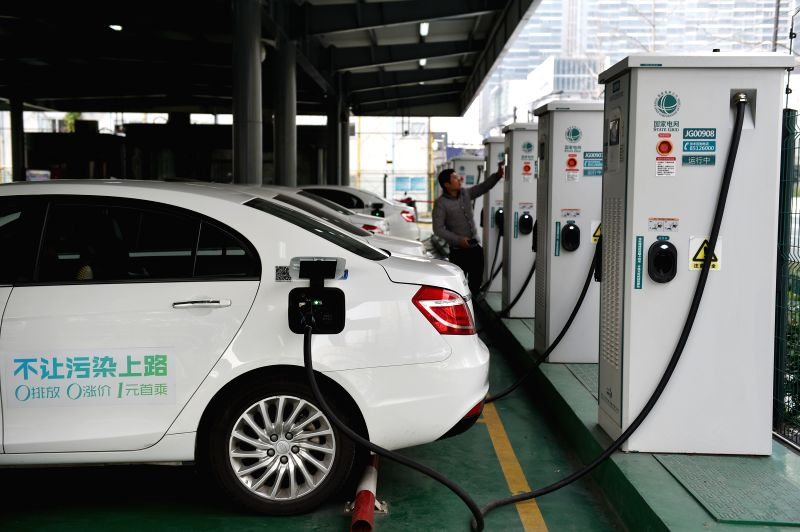 HANGZHOU, Dec. 29, 2016 (Xinhua) -- A driver charges his electric car at a charging station in Hangzhou City, east China's Zhejiang Province, Dec. 29, 2016. Hangzhou has established an EV power station network with 2,563 scattered charging piles and