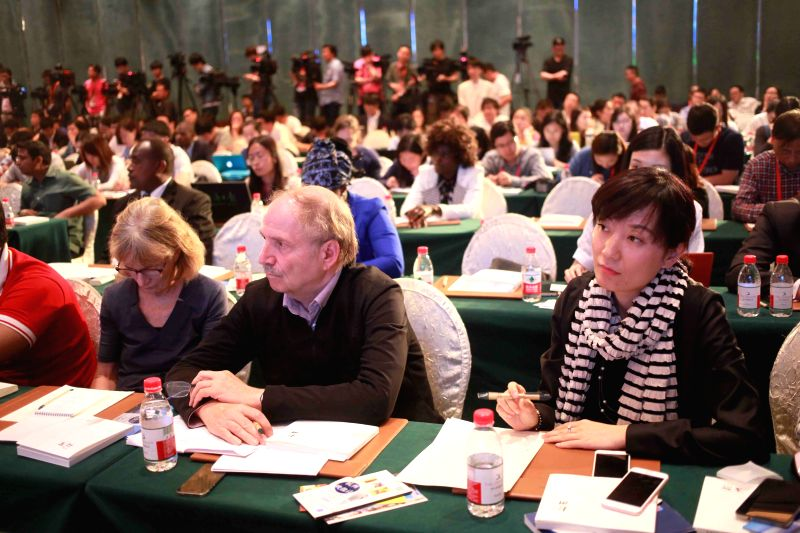HANGZHOU, May 27, 2016 - Journalists attend a press briefing on the 100-day countdown to G20 Hangzhou Summit in Hangzhou, capital of east China's Zhejiang Province, May 27, 2016.