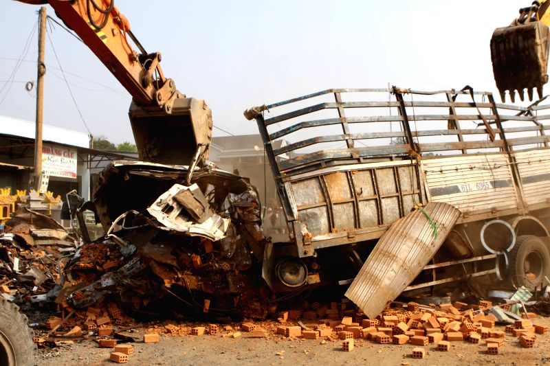 Photo taken on April 21, 2015 shows a scene of a road accident between two trucks in Dac Lac province, Vietnam. The accident happened between two trucks loaded with ...