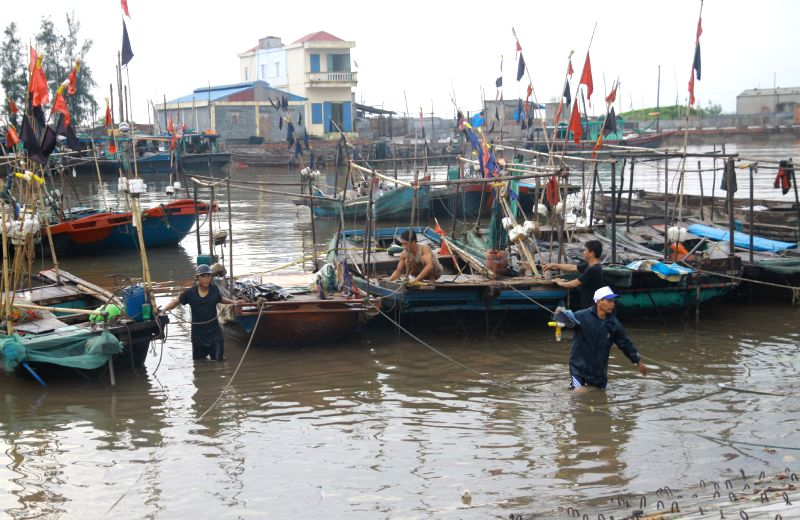 Photo taken on July 18, 2014 shows fishing boats anchoring at a fishing port to prepare bracing for Typhoon Rammasun in Hai Phong city, north Vietnam, July 18, 2014. .