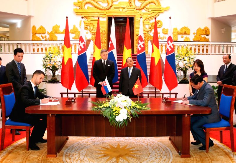 HANOI, July 18, 2016 - Vietnamese Prime Minister Nguyen Xuan Phuc (R, C) and Slovak Prime Minister Robert Fico (L, C) attend a signing ceremony between the two countries in Hanoi, capital of Vietnam, ... - Nguyen Xuan Phuc