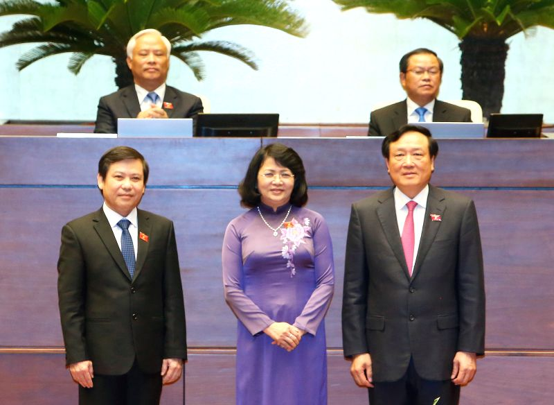 HANOI, July 27, 2016 - Vice President Dang Thi Ngoc Thinh (front C), poses for photos with Nguyen Hoa Binh (front R), Chief Justice of the Supreme People's Court, and Le Minh Tri (front L), ...
