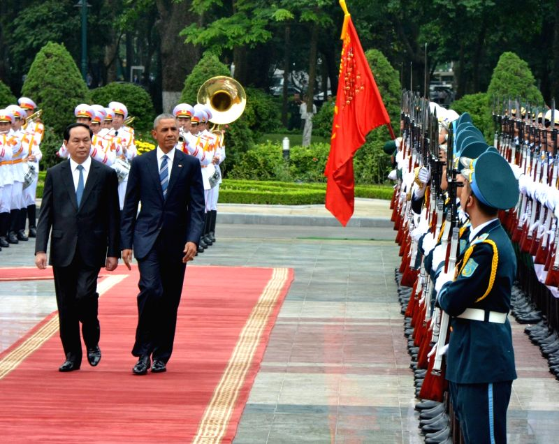HANOI, May 23, 2016 - Vietnamese President Tran Dai Quang (1st L, front) and U.S. President Barack Obama (2nd L, front) review a guard of honor during a welcoming ceremony held for the latter in ...