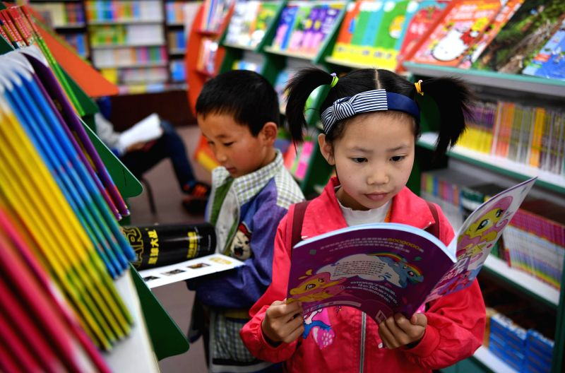 HANZHONG, April 23, 2017 - Children read books in a bookstore in Hanzhong, north China's Shaanxi Province, April 23, 2017. The World Book Day falls on Sunday.  (Xinhua/Tao Ming)