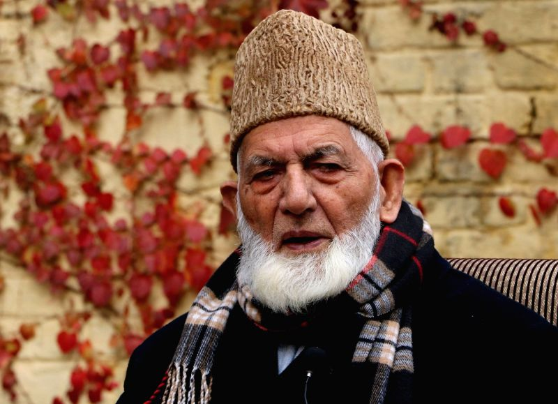 Hardline Hurriyat Conference chairman Syed Ali Geelani addresses a press conference in Srinagar, on Dec 2, 2015.