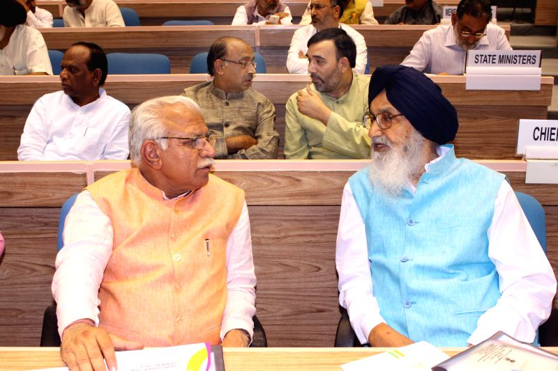 Haryana Chief Minister Manohar Lal Khattar and Punjab Chief Minister Parkash Singh Badal at the launch of the Skill India Mission, on the occasion of the World Youth Skills Day, in New ... - Manohar Lal Khattar and Parkash Singh Badal