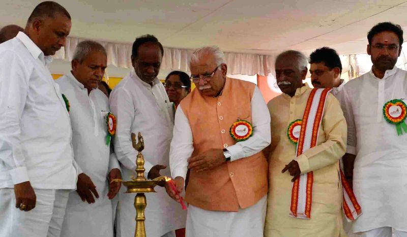 Haryana Chief Minister Manohar Lal Khattar and Minister of State for Labour and Employment (Independent Charge) Bandaru Dattatreya at the inauguration of the 'Modi Fest' (Making of ... - Manohar Lal Khattar