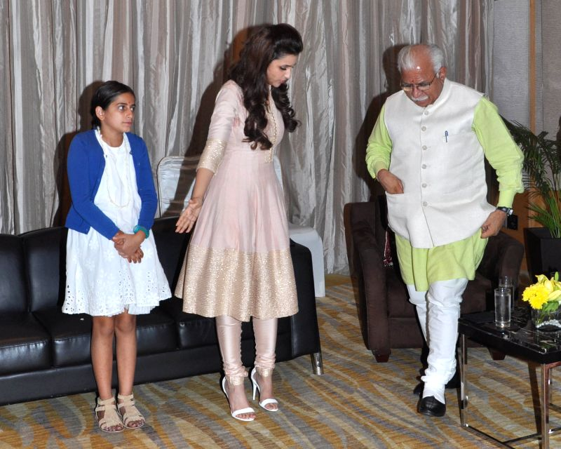 Haryana Chief Minister Manohar Lal Khattar with actress Parineeti Chopra during a `Beti Padho Beti Bachao` campaign in Gurgaon on July 21, 2015.