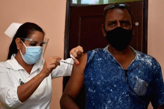 "Havana: A medical worker administers a dose of locally made COVID-19 vaccine ""Soberana 02"" to a volunteer at a community clinic in Havana, Cuba, on March 24, 2021. (Xinhua/Zhu Wanjun/IANS)"