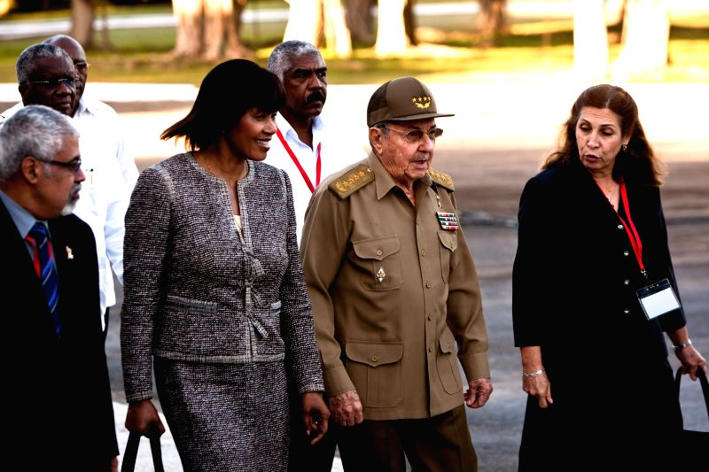 Havana (Cuba): Cuban President Raul Castro (2nd R) and Jamaican Prime Minister Portia Simpson-Miller (2nd L) attend a ceremony marking the 118th anniversary of the fall in combat of General Antonio .. - Portia Simpson-Miller