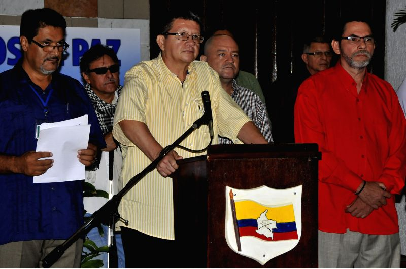 "Havana (Cuba): Jorge Torres Victoria (C), alias ""Pablo Catatumbo"", leader of the Revolutionary Armed Forces of Colombia (FARC), answers questions of media representatives, during a press ..."