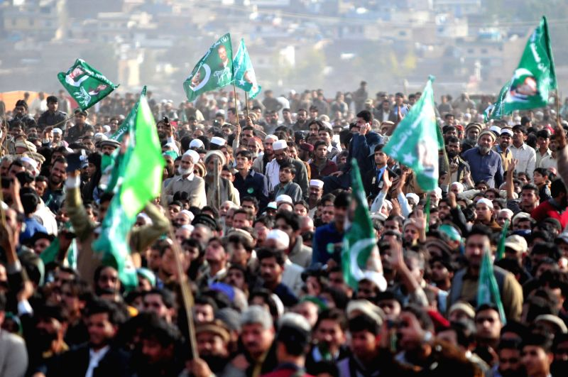 Havelian (Pakistan): Supporters of ruling party Pakistan Muslim League-Nawaz (PML-N) gathered during a public meeting in northwest Pakistan's Havelian on Nov. 29, 2014. Pakistani Prime Minister Nawaz - Nawaz Sharif