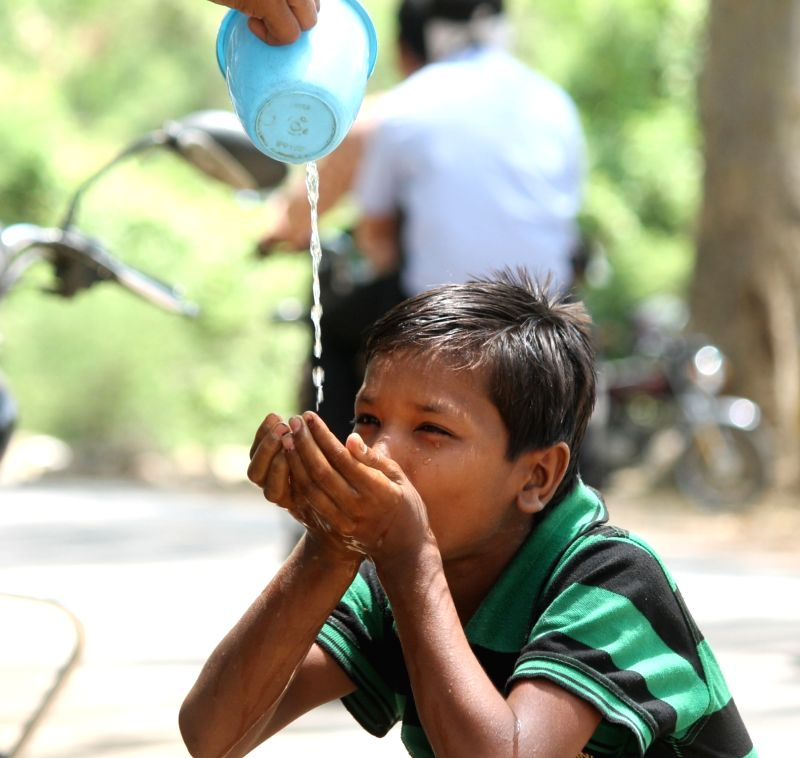 Heat wave condition persists in Nagpur with temperature hovering around 45.7 degree Celsius on May 16, 2016.
